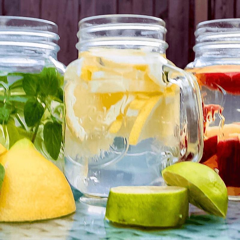 Wasser mit aromatischen Früchten